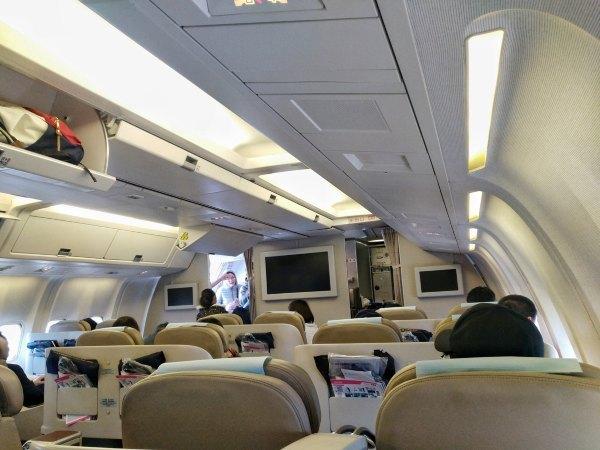 FM9451/B-2563,上海虹桥—昆明,上海航空公务舱飞行体验