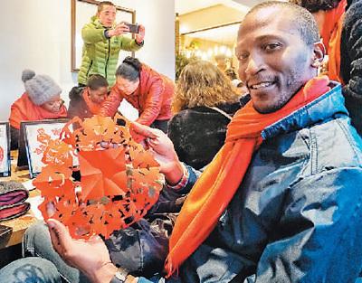 外国游客喜欢来中国过节