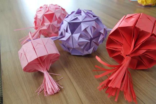 自制手工花灯,就是用彩纸折成不同的花灯形状.图片