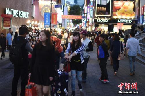 """去年中国赴韩游客人数遭""""腰斩"""" 韩GDP损失约5万亿韩元"""