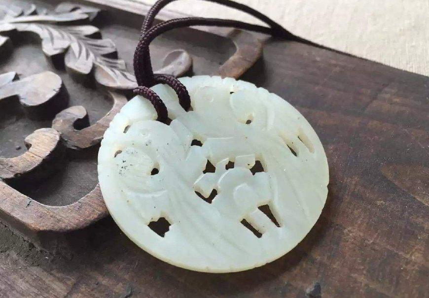 它是岫玉中的精品,也是中国古代美玉的典范