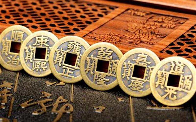 康熙,雍正,乾隆,嘉庆的古钱,按年代顺序排列,不能摆错,五帝钱有辟邪