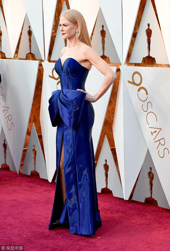 90奥斯卡红毯 妮可-基德曼蓝色礼服高贵典雅