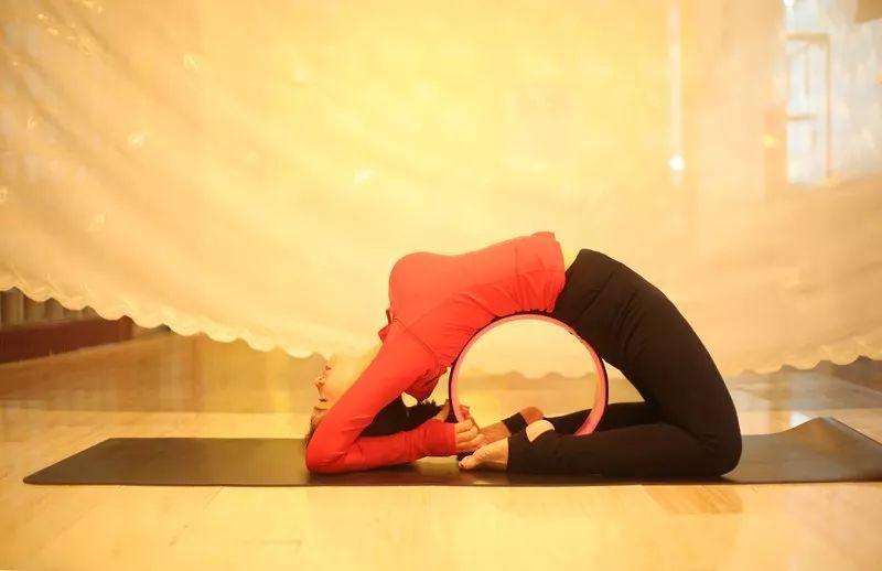 理疗瑜伽:脊椎侧弯,肩颈酸痛,xo型腿,骨盆,高低肩.图片