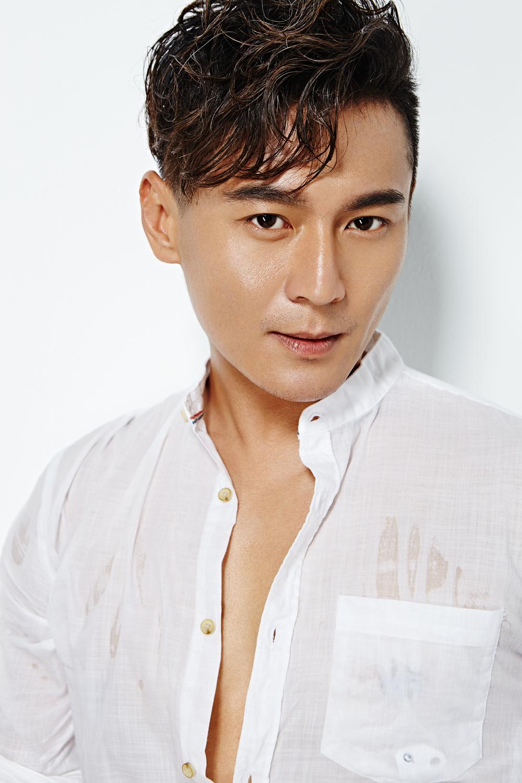 刘冠翔女友_刘冠翔爆最新大片 湿身上演熟男诱惑