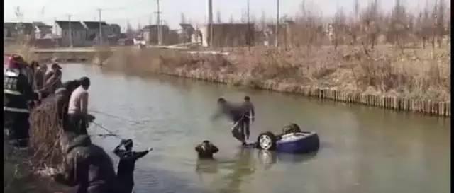 网传如东北坎21岁男孩刚拿驾照把车开到河里,一家三口