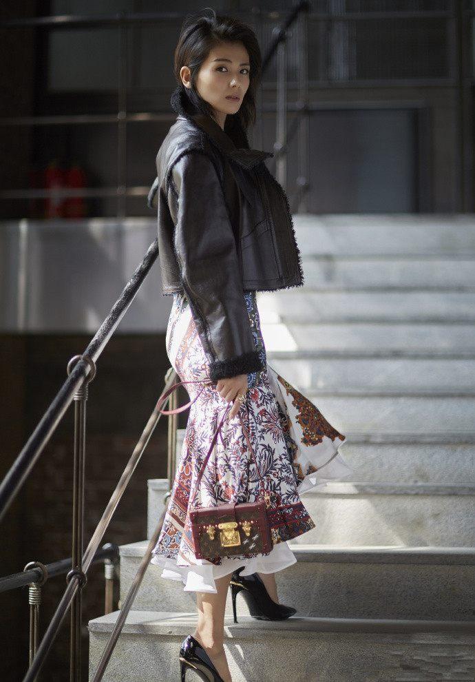 牛仔外套搭配半身裙_刘涛的皮衣造型,每一个都很惊艳【明星】风尚中国网- 时尚奢侈 ...