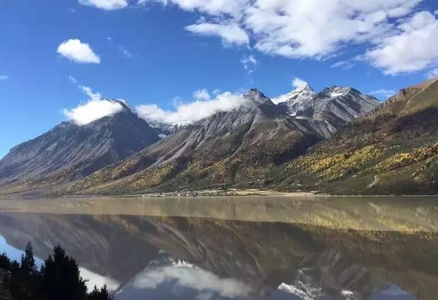 川藏南线风景优美,北线人文景观众多.