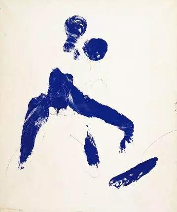 天空国模人体艺术_创作了一场名为《蓝色时期的人体测量》行为艺术表演.