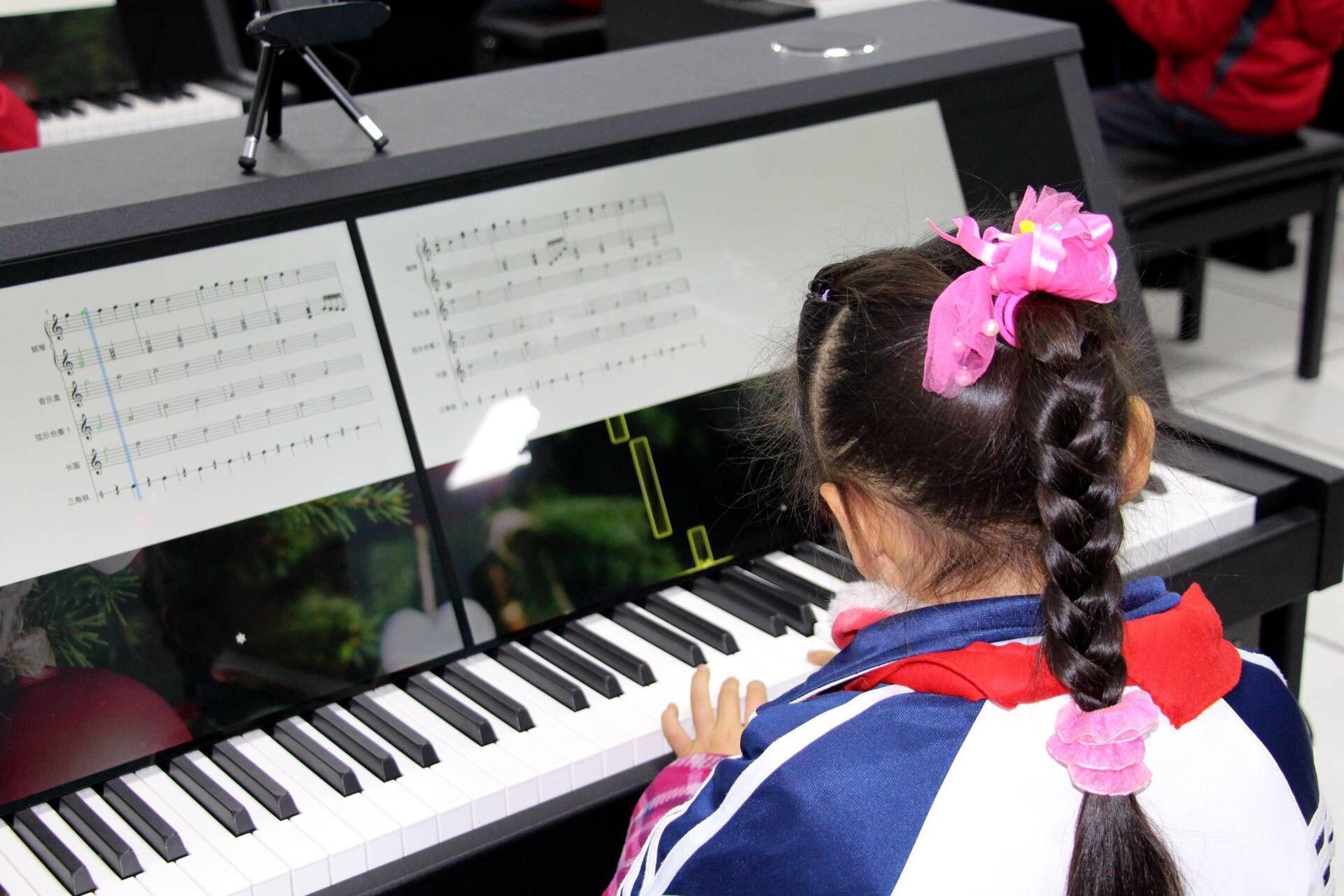 市领导关注婺源紫阳六小智慧钢琴教室