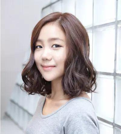 韩式短发烫发发型女 甜美利落图片