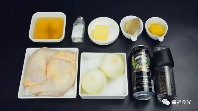 鸡腿肉两面分别撒上盐和黑胡椒 腌制15分钟 第三步:处理配菜 洋葱切块