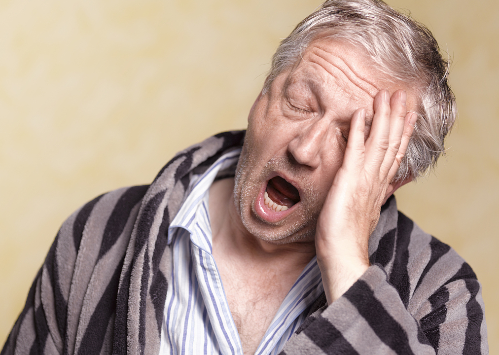 老年人口苦是什么原因引起的_口干口苦是什么原因