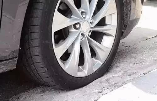 汽车轮胎标准气压到底是多少?图片