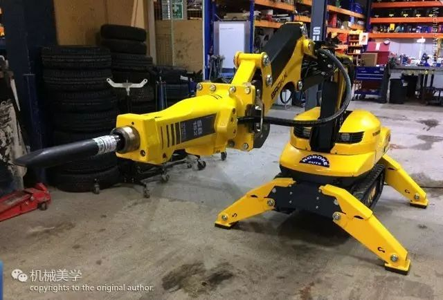 ↓↓小身材,大能量:挖掘机的掌中宝↓↓   世界最小的自走式遥控破拆救援机器人   ↓↓厚厚厚~~做个鬼脸↓↓   ↓↓呜~汪!