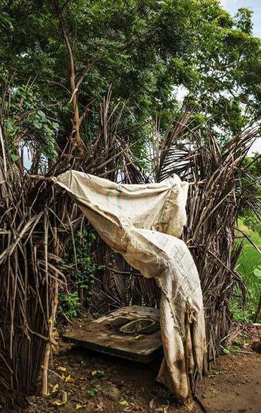 在印度修个厕所有多难?