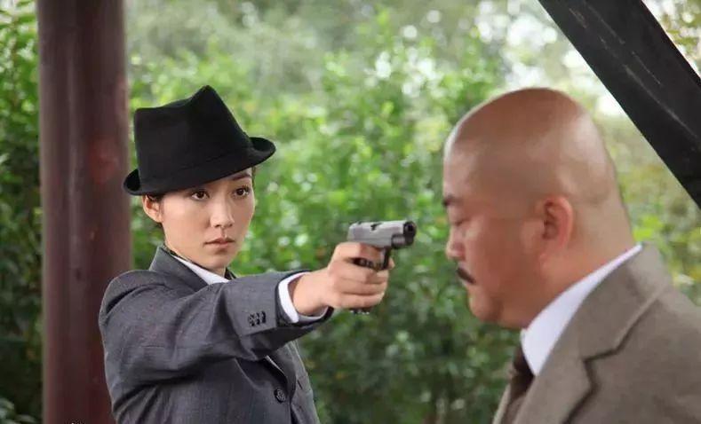 十三钗行动队特工,多种率直,有勇有谋,泼辣俊俏,她身怀身价绝技眼镜韩国电视剧队长模样图片
