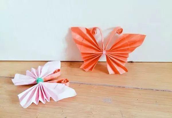这是折法简单效果漂亮的手工折纸蝴蝶, 这个折纸蝴蝶也很有立体感