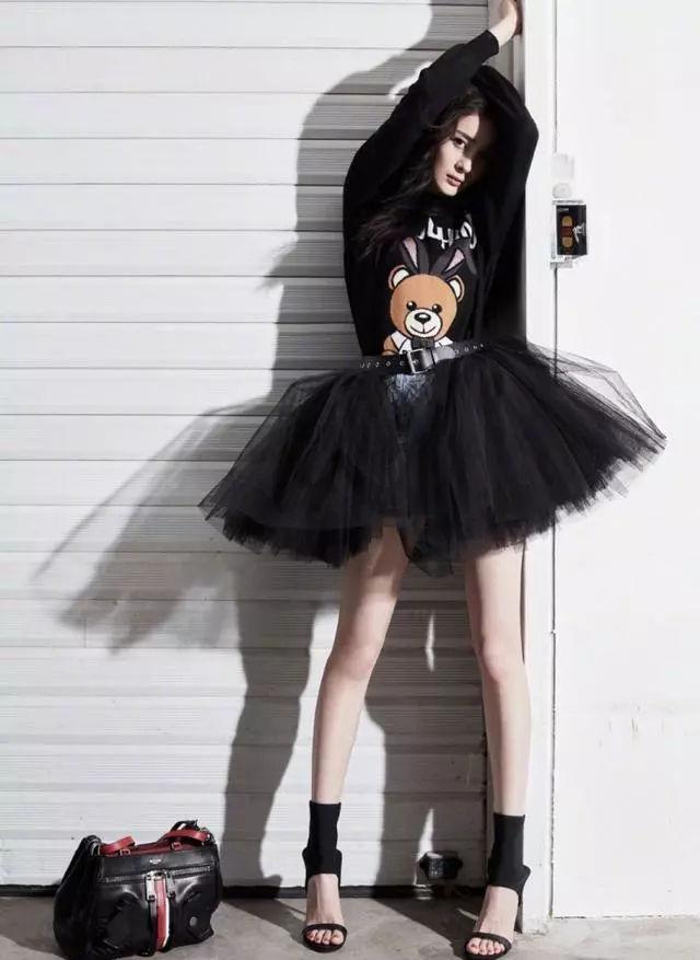 杨幂和关晓彤PK超短裙!撞衫不可怕,谁丑谁尴尬!