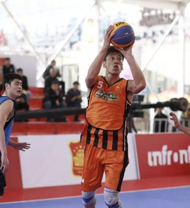 前CBA球员王晶:打三人篮球我还在学习