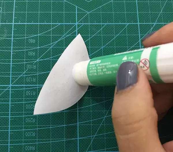 燕子创意手工制作为班级添彩