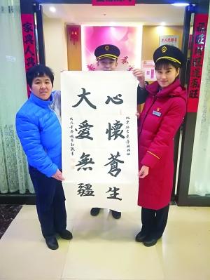 全国劳模李素萍明天退休 旅客得知送上礼物与祝福