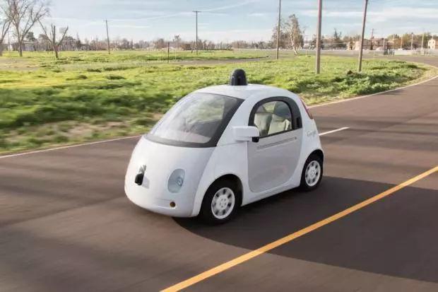 无人驾驶汽车做不到真正无人的原因:人工智能离不开人