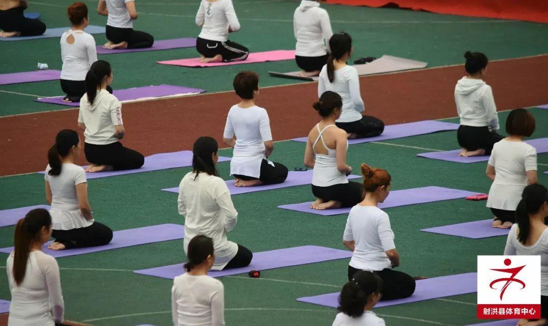 射洪县2018年瑜伽健身讲座活动在体育馆举行