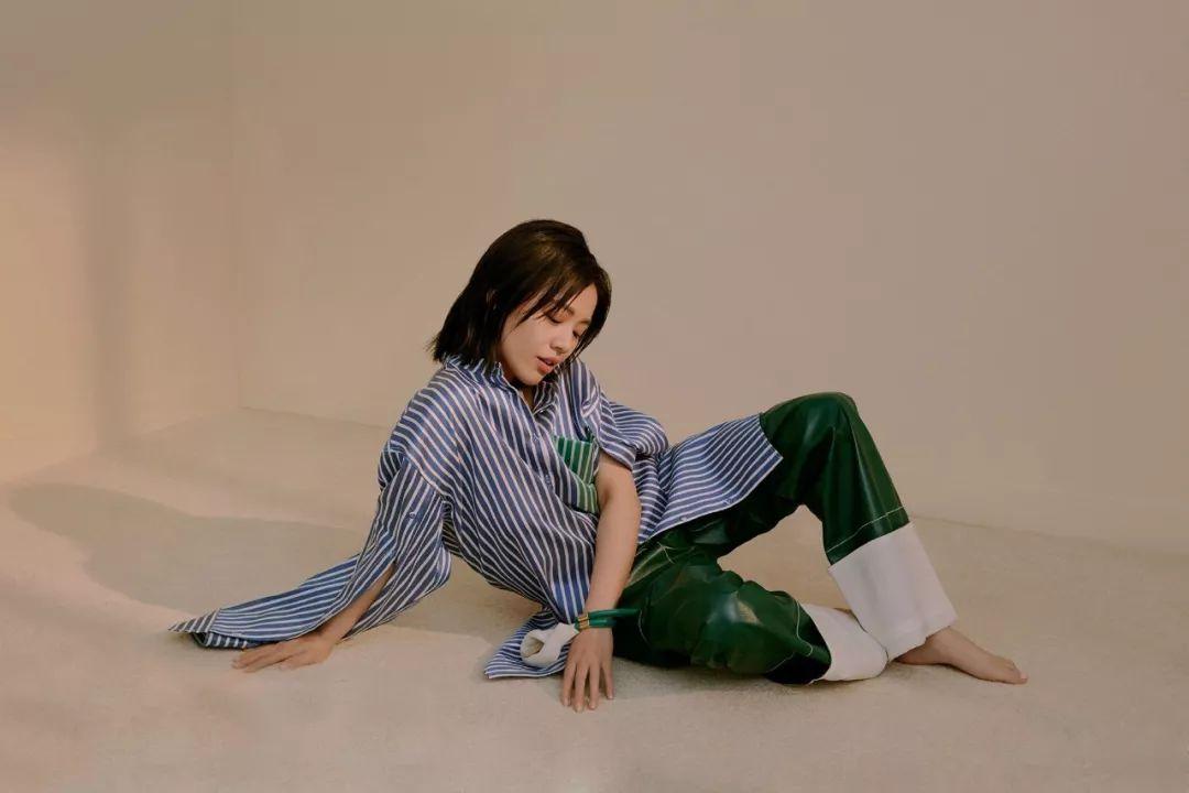 周冬雨是娱乐圈穿条纹衬衫最好看的人?宋茜表示不服!