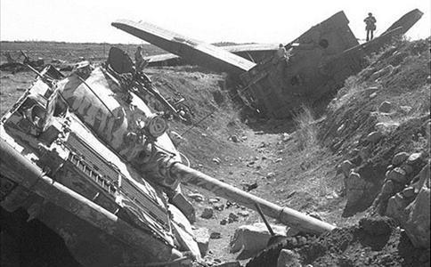 阿拉伯1500辆坦克战车争夺高地 400辆成了废铁