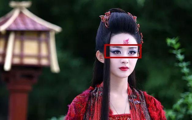 """包子赵丽颖在《花千骨》中塑造了一个很丰满的形象,虽然后期开始""""黑化"""