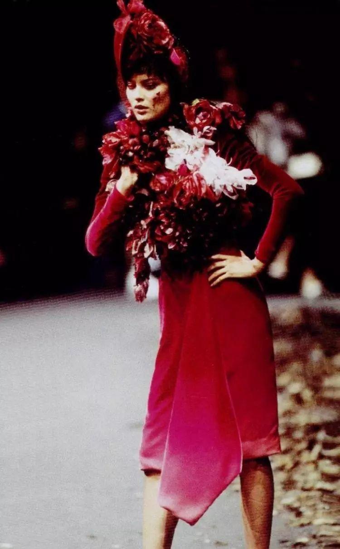伟大迷人的设计师纪梵希去世,战后时尚的黄金一代凋零殆尽
