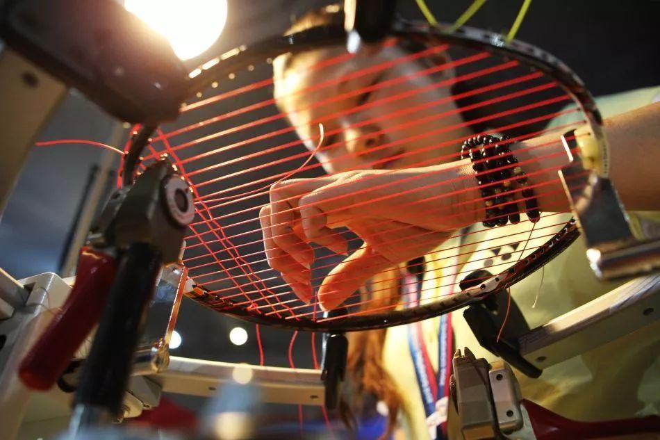 羽毛球拍拉线磅数的选择羽毛球拍的磅数越高越好?