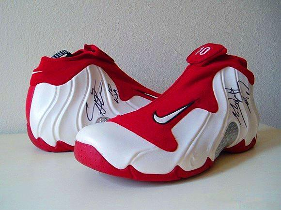 第七款:耐克/nike air jordan 4 iv   airjordan4可以称为压马路必备的鞋款之一,出了aj1个人认为这款鞋子也是aj系列里最百搭的球鞋了,它没有其他aj看起来那么厚重,也没有其他篮球鞋实战气息那么重,所以日常穿着无压力,称为时尚