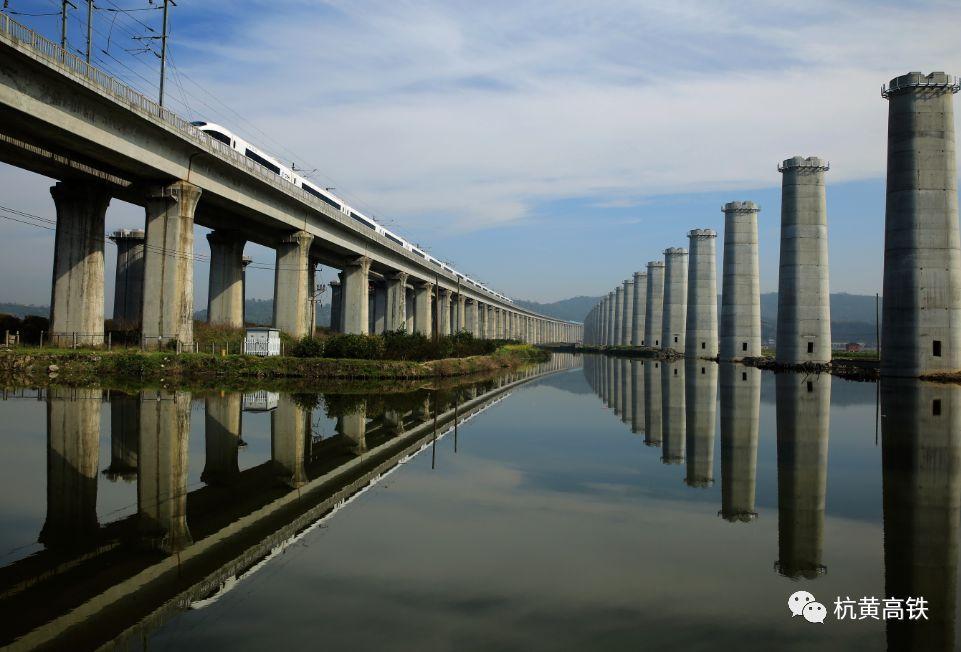 杭黄铁路轨道全线贯通,杭州到黄山最快1.5小时!通车时间在…
