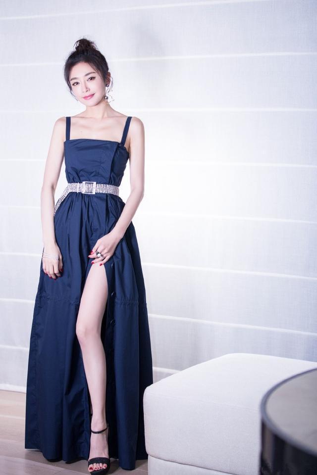 秦岚姐姐在秀大长腿的同时还隐约有丝少女感? 风格偶像 图7
