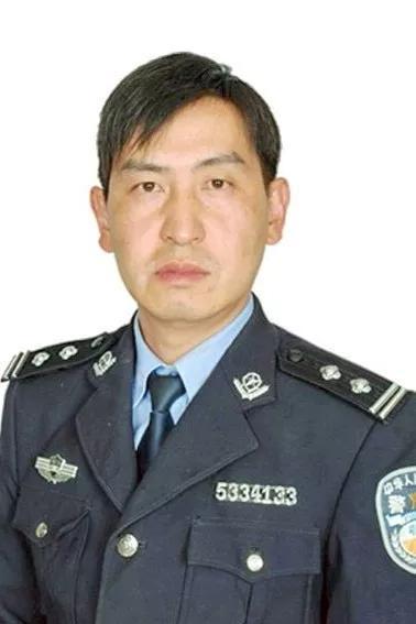 云南监狱一警察突发疾病倒在工作岗位_终年42岁