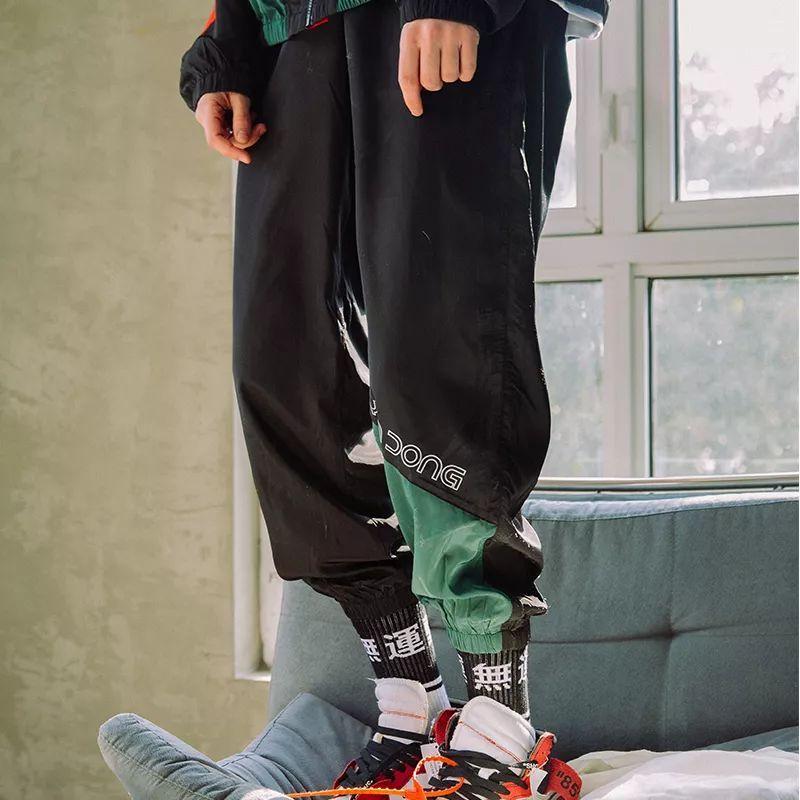 校服挽裤腿的方法图解