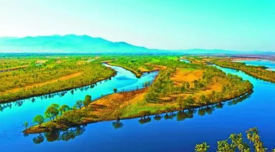 公园在双鸭山市区东南18公里处,总面积28485公顷,森林覆盖率82%,动