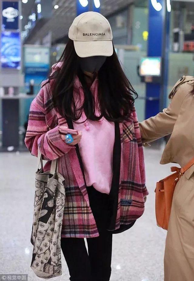 欧阳娜娜穿了杨幂同款粉色格纹外套来证实我的猜想,超级少女心呀有没图片