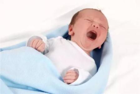 女宝宝小肠气的症状