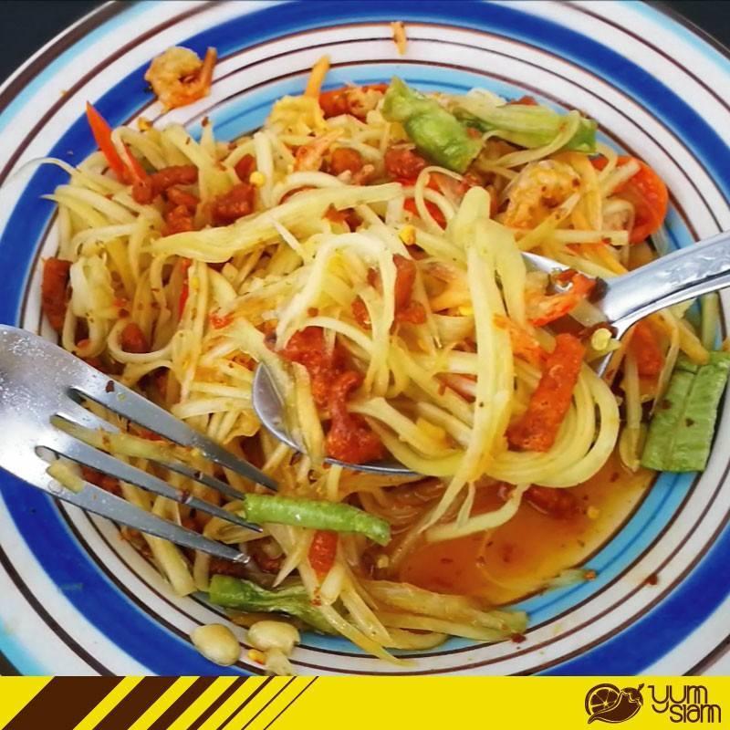 泰国美食 泰式青木瓜沙拉能配什么吃呢