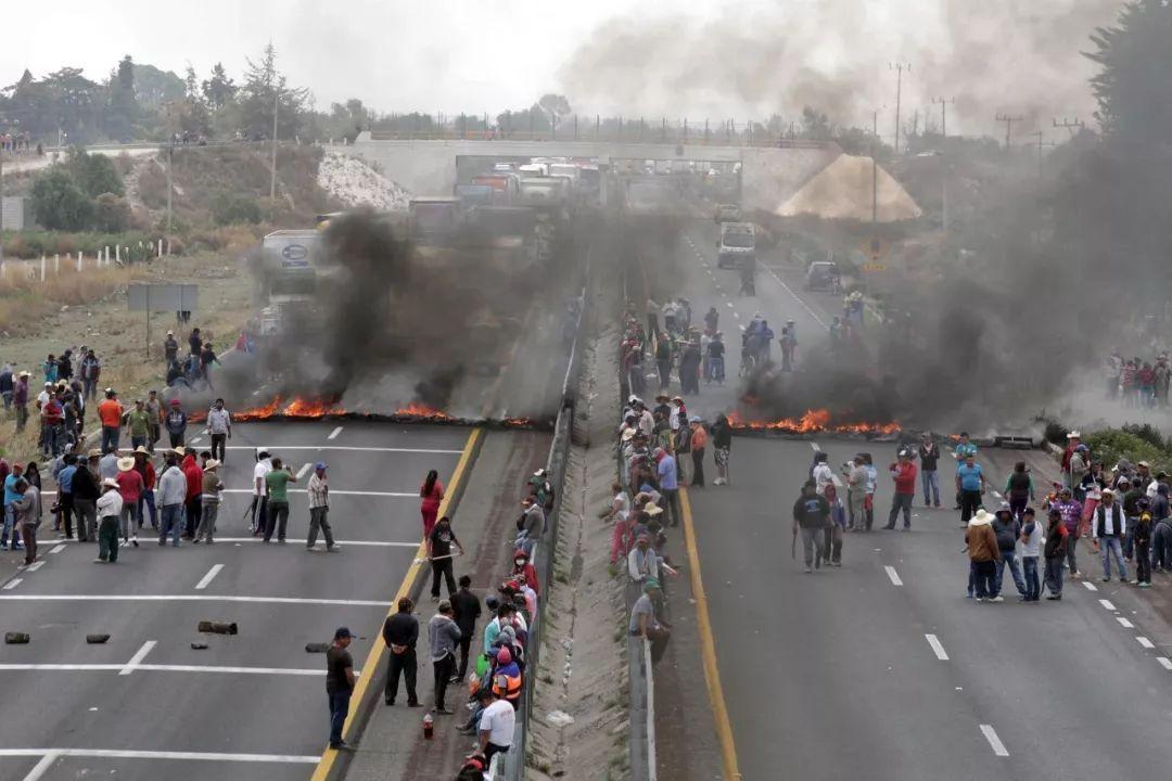 政府打击被盗燃油交易屡屡受挫,墨西哥石油行业遭遇投资困境