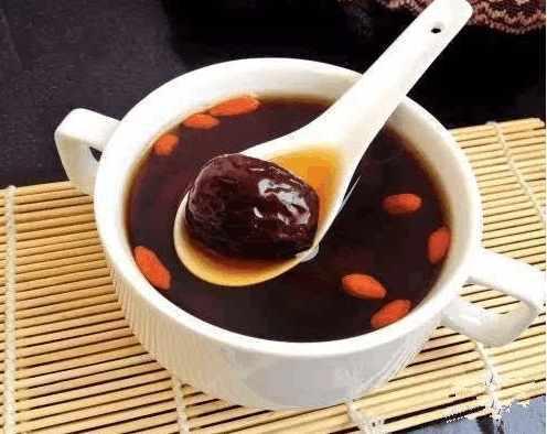 来月经能喝红糖水_生姜红糖水可不可以空腹喝