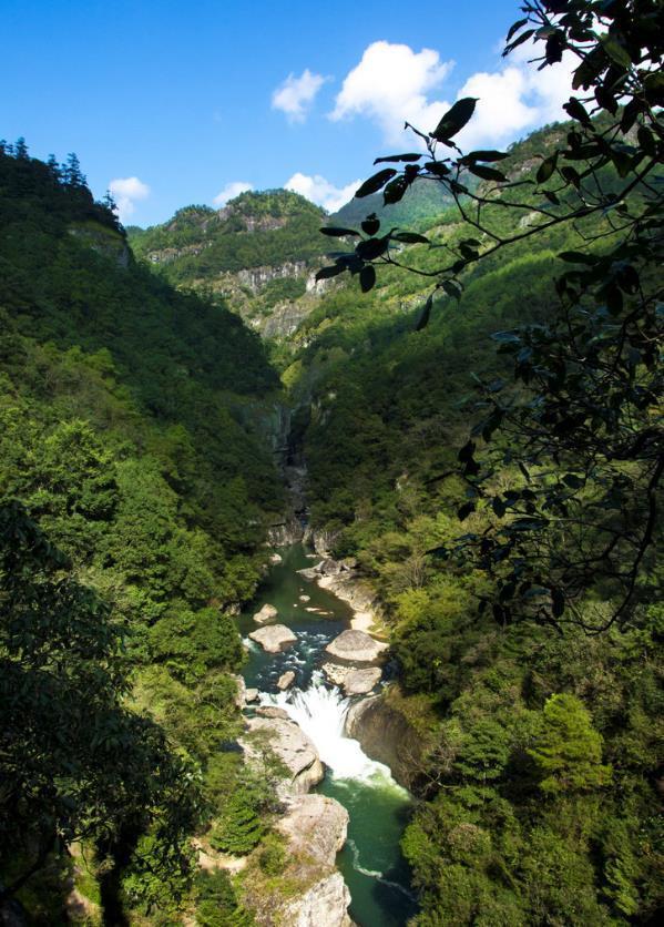 """中國最浪漫的""""情侶聖地"""",竟藏在一個懸崖峭壁上!"""