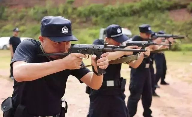 微型冲锋_这么多年我们全都说错了:中国的微冲可不是微型冲锋枪!