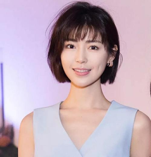 时尚 正文  韩式空气刘海波波头短发发型发尾进行大c字内扣烫卷设计比
