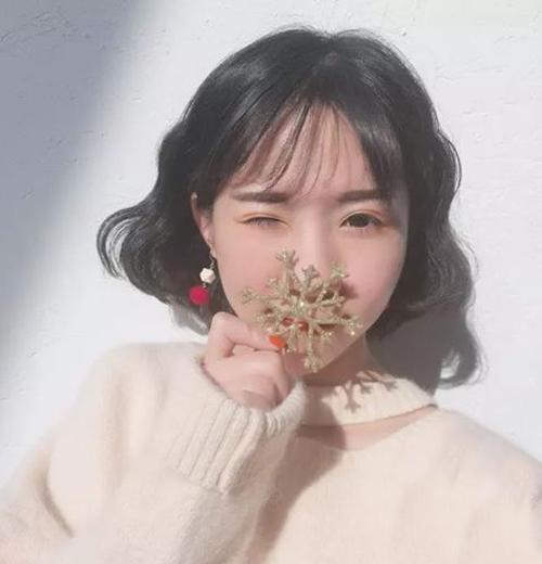 泡面头短发发型近年来也是火的不要不要的呢,这款韩式风格的泡面头短图片
