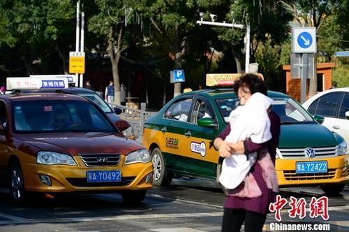 出租车司机有酒驾吸毒记录等将被撤销从业资格证