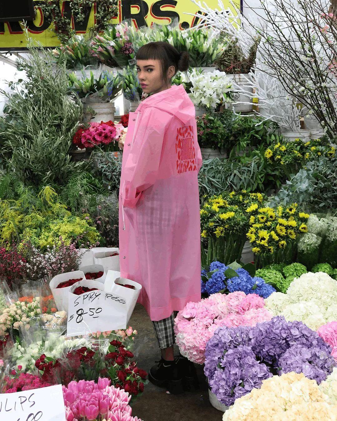 与Prada合作,给杂志拍大片,这位时尚博主竟然不是人